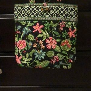 Vera Bradley tote like new beautiful pattern